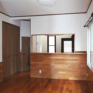 LD側から見たキッチンカウンター。東側に窓があるので朝食は明るいダイニングで