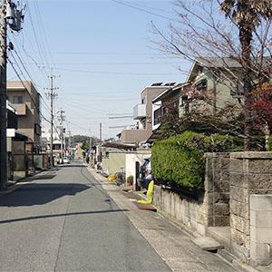 幹線道路から1本入った閑静な住宅街で、とても静かな環境です