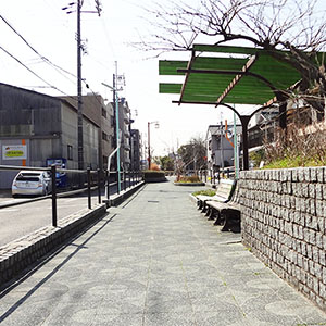 地下鉄の駅に向かうときには、中井用水緑道を使ってお散歩気分