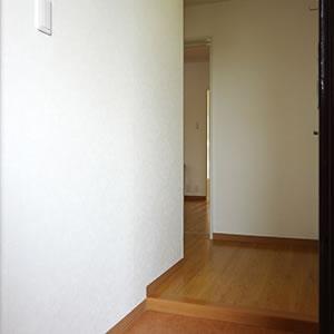 玄関ドアを開けると、広々とした空間