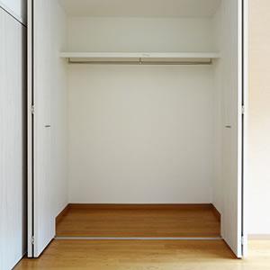 洋室2|大型クローゼット、エアコン設置してあります