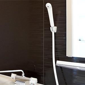 快適な広めの浴室です。