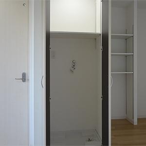 扉内部には洗剤などを置ける棚も設置しました
