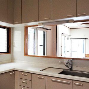 L字型の広々キッチン。ワイドシンクで、洗い物もラクラク