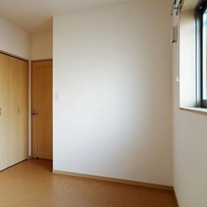 北側居室|こちらの部屋もエアコン、クローゼットあり