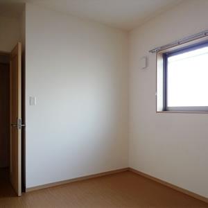 北側居室|プライバシーに配慮した高い位置の腰高窓