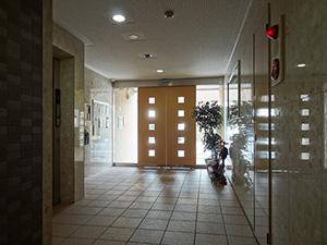 1階のエントランスホールも、明るくて広々